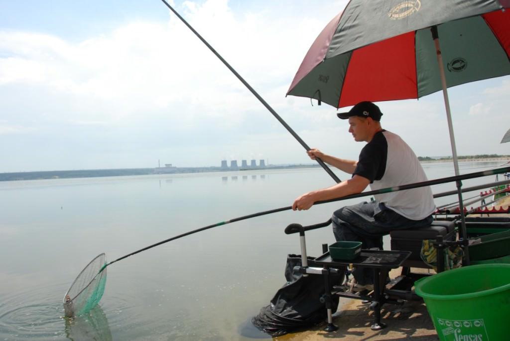 рыба на удочку видео