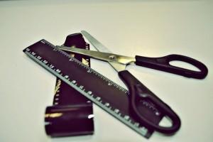 Ножницы и линейка