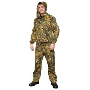 Мужчина в костюме из смесовой ткани